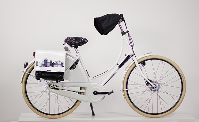 Azor_Omafiets_Classic_White_With_Accessories