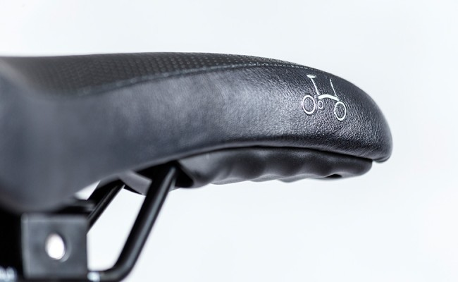 Black-Edition-Alll-Black-saddle-detail